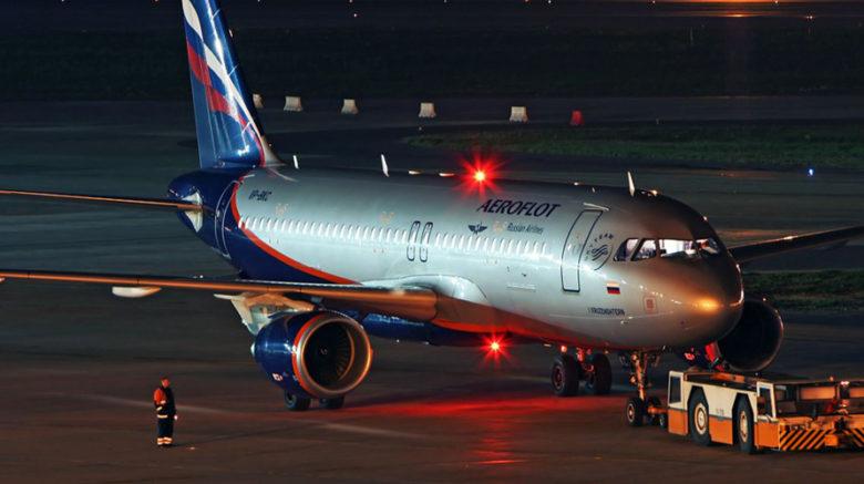 В московском аэропорту два самолета столкнулись крыльями