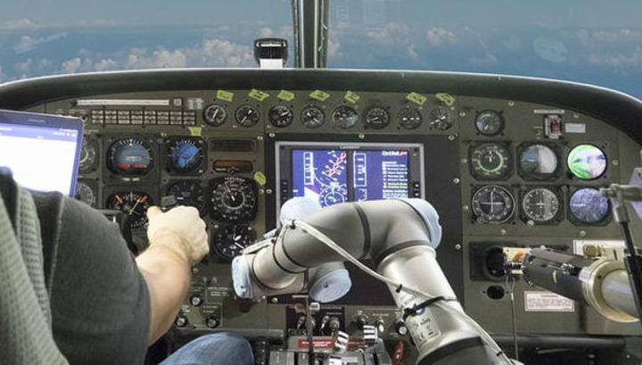 Американцы разработали робота-пилота